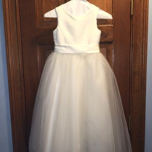 EUC David's Bridal Flower Girl Dress, size 6 youth